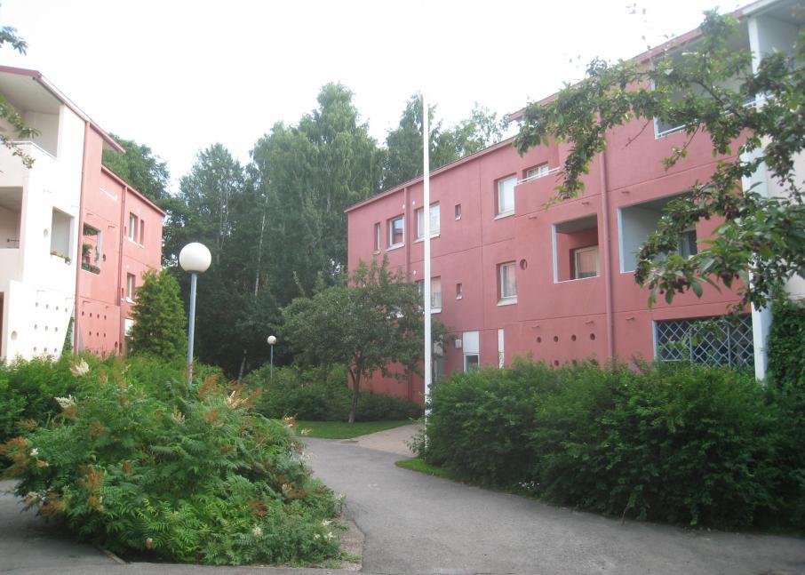 Kuvassa Hekan kiinteistö Pikku Huopalahdessa osoitteessa Korppaanmäentie 19.
