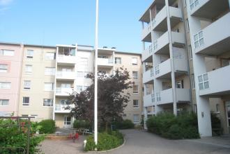 Kuvassa Hekan kiinteistö Pikku Huopalahdessa osoitteessa Tilkantori 4.